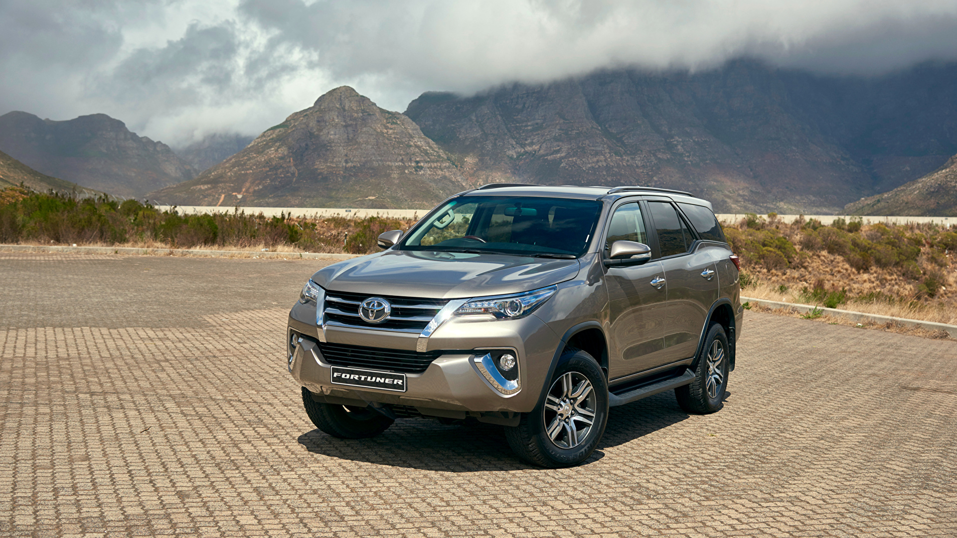 1920 X - Toyota Fortuner Auto , HD Wallpaper & Backgrounds
