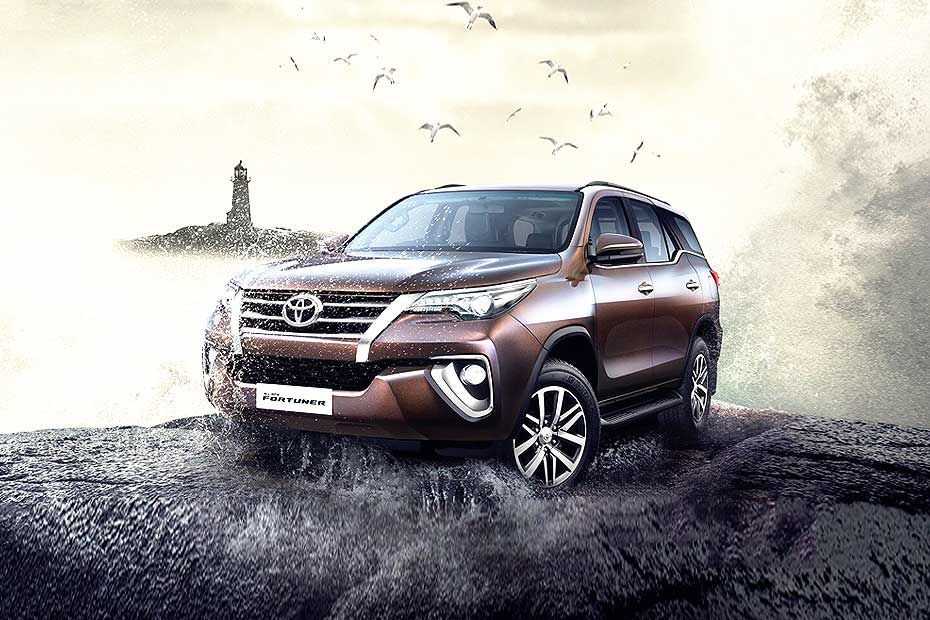 Front Angle Low View - Toyota Fortuner Price In Mumbai , HD Wallpaper & Backgrounds