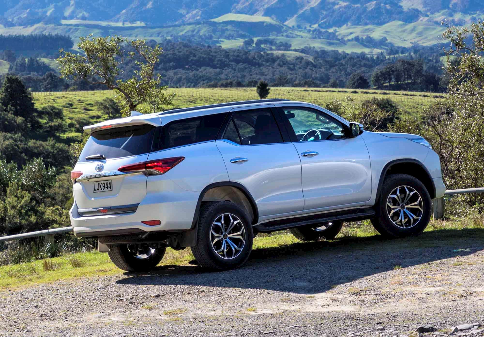Download Image - New Interior Toyota Fortuner 2018 , HD Wallpaper & Backgrounds
