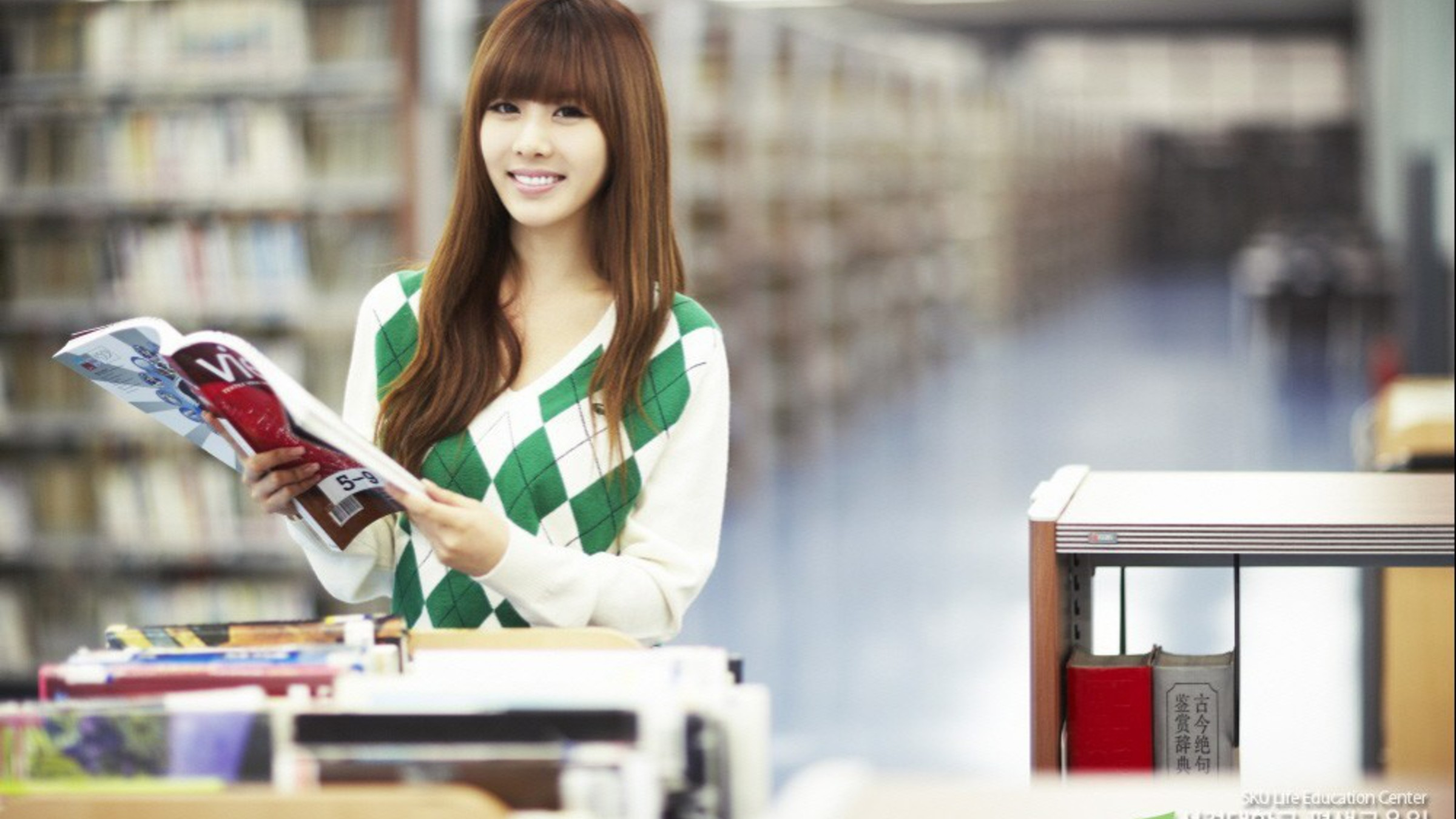 Japanese People Books Asians Faces Bookcase Girls Wallpaper - Japanese People , HD Wallpaper & Backgrounds