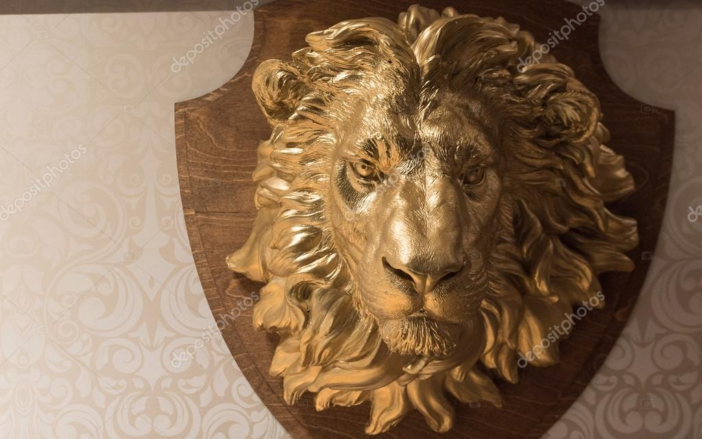 Golden Lion's Head Hunting Trophy Crest On Wallpaper - Golden Lion Head , HD Wallpaper & Backgrounds