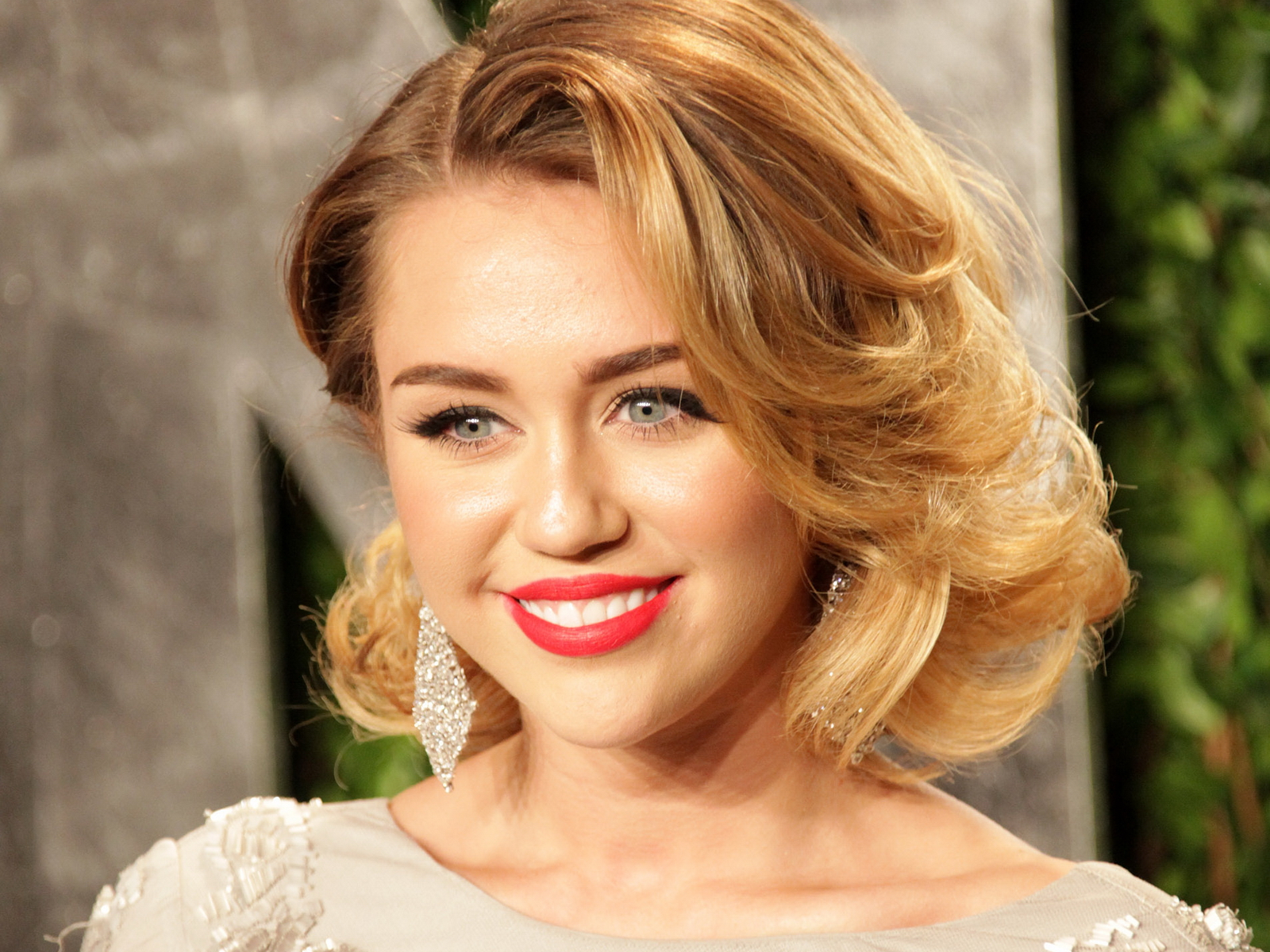 Miley Cyrus Images Miley Cyrus Medium Short Hair 518089 Hd Wallpaper Backgrounds Download