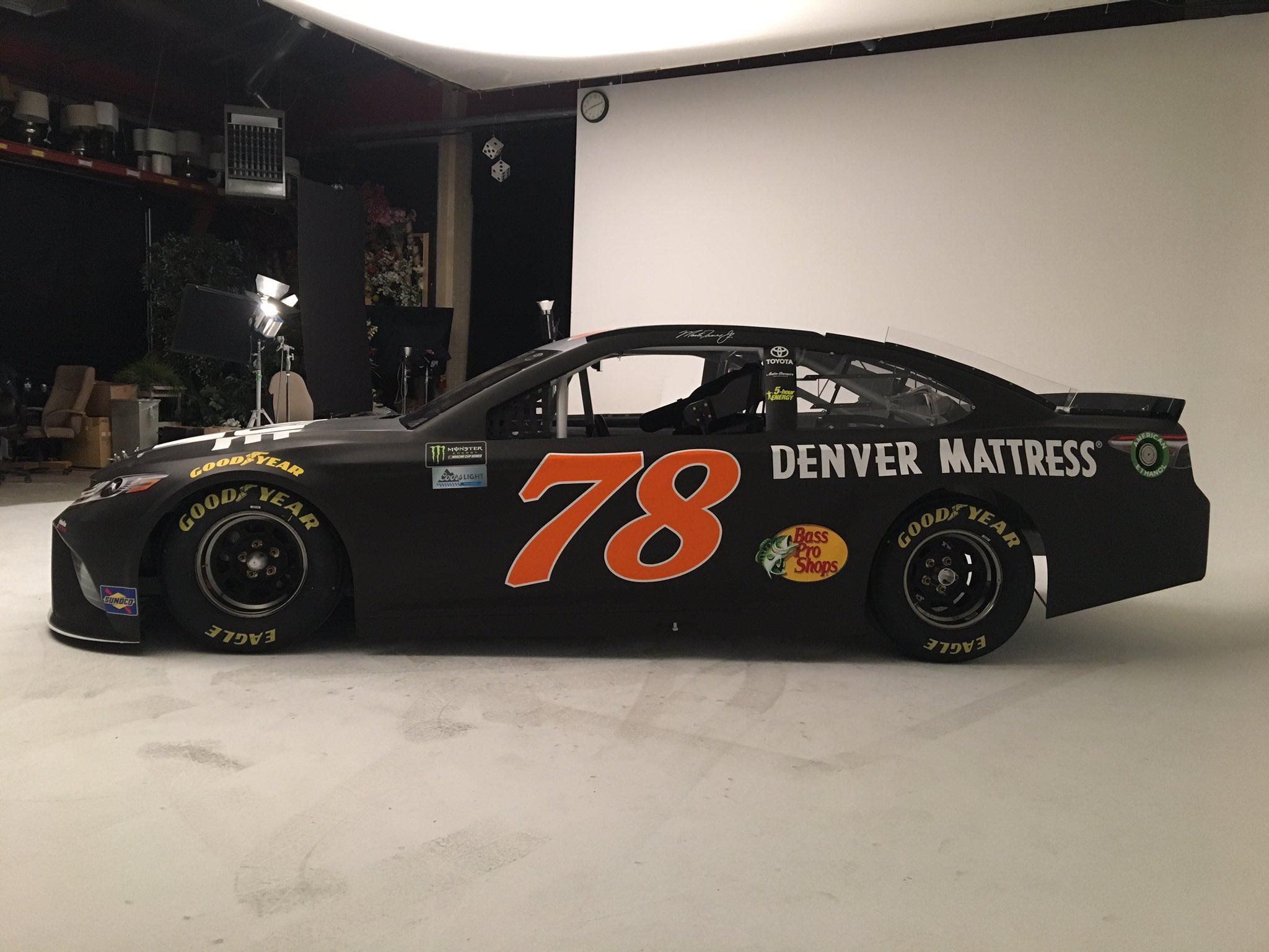 Martin Truex Jr 2017 Auto-owners Insurance Paint Scheme - Race Car , HD Wallpaper & Backgrounds