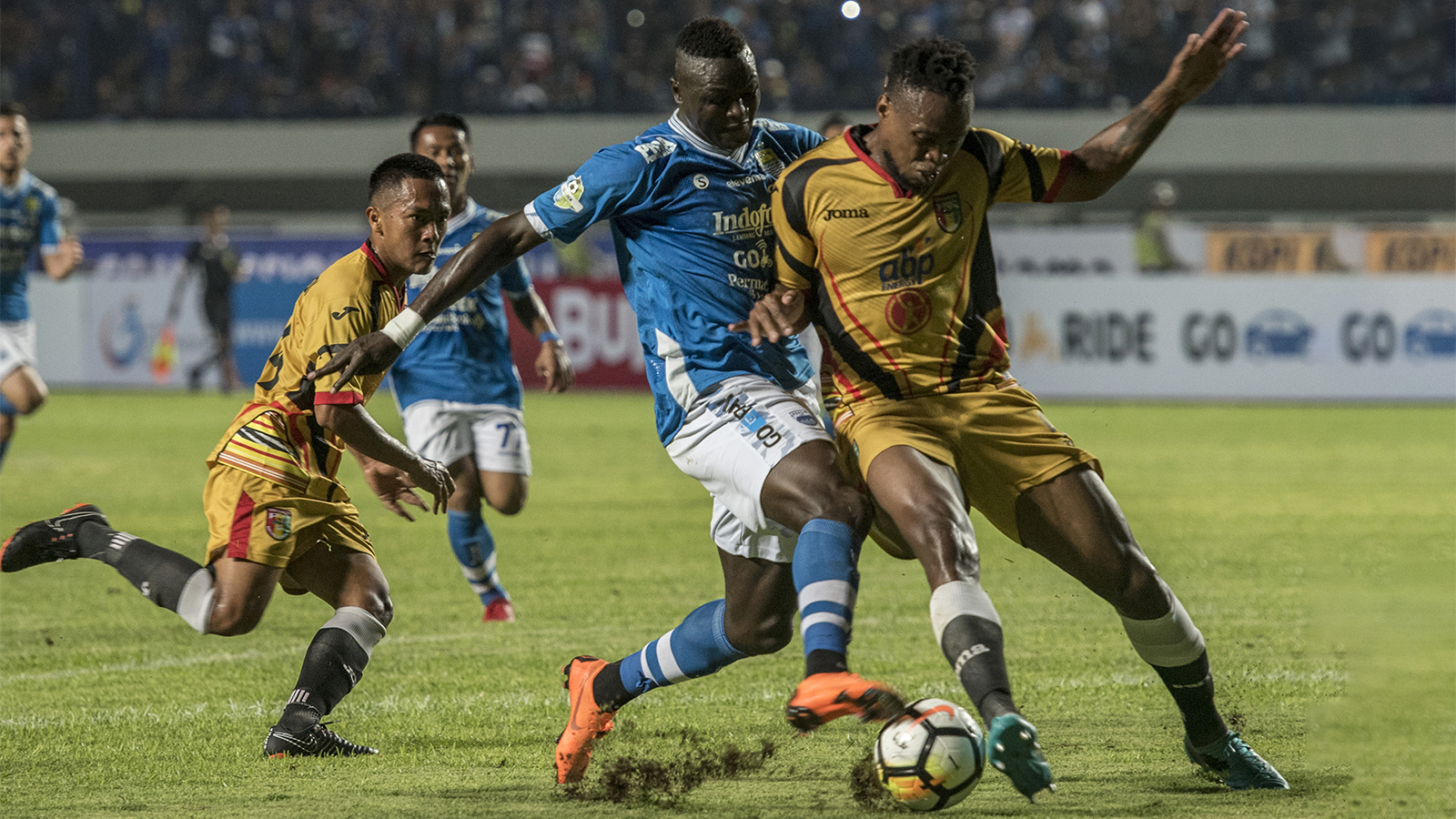 Madura United Vs Persib Kick Up A Soccer Ball