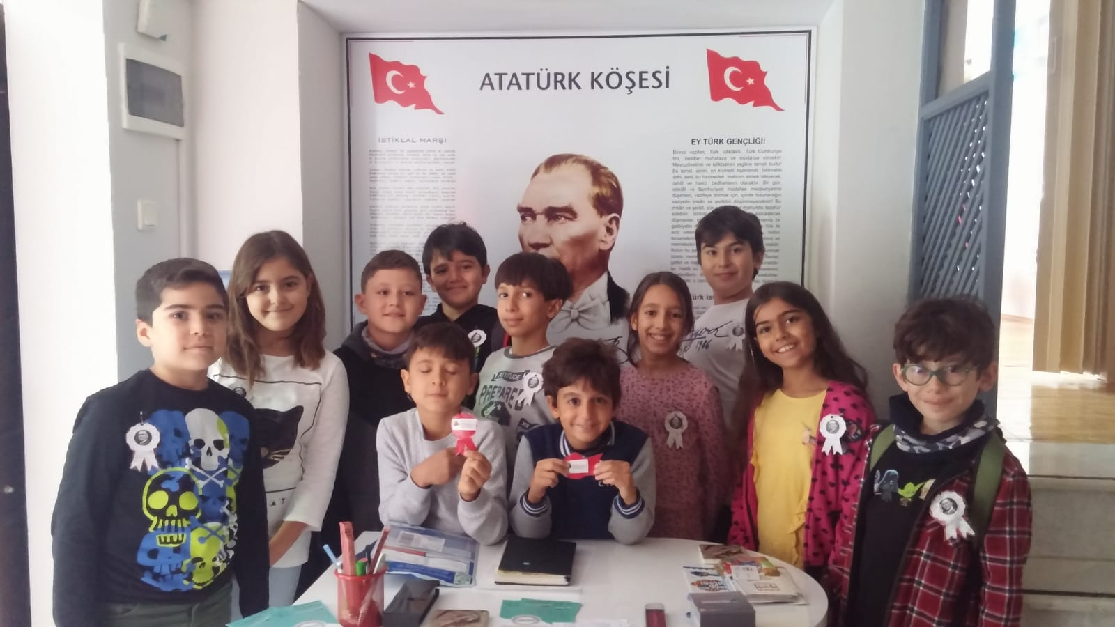 29 Ekim Cumhuriyet Bayrami Icin Ataturk Rozetlerimizi Child
