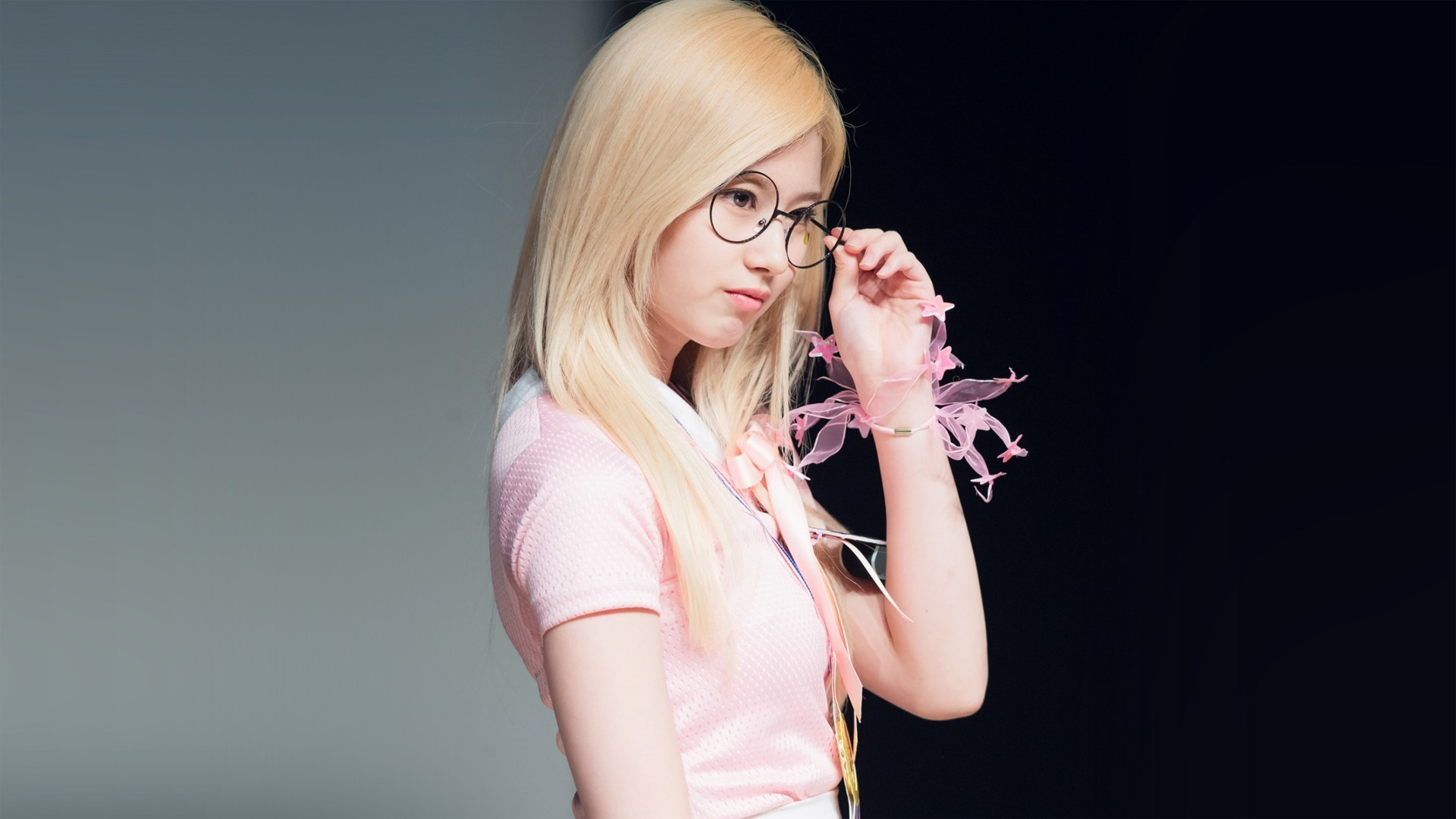 Twice, Sana, Blonde, Glasses, South Korean Girl - Twice Sana , HD Wallpaper & Backgrounds