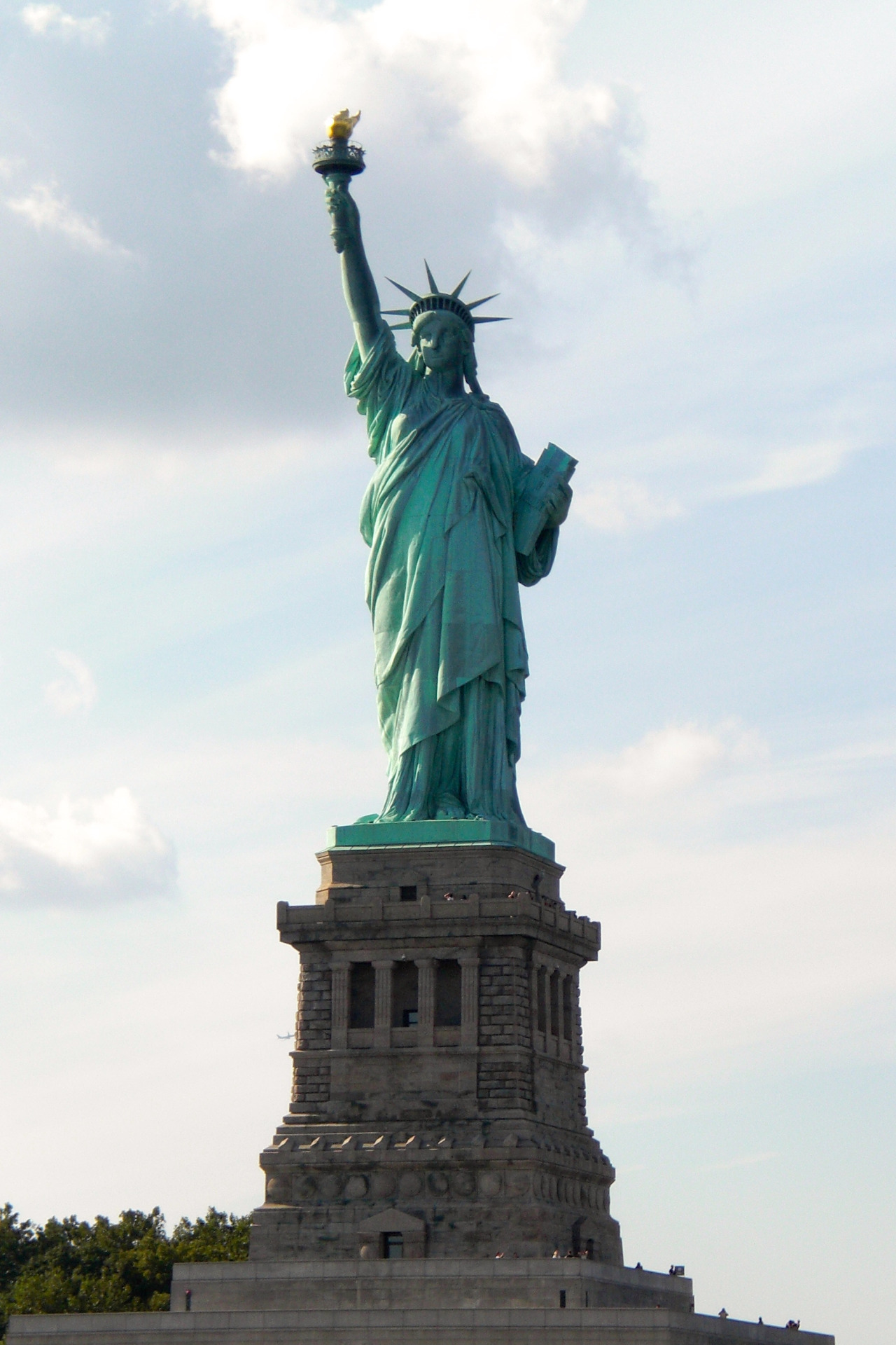 Statue Of Liberty Usa Clouds - Statue Of Liberty , HD Wallpaper & Backgrounds
