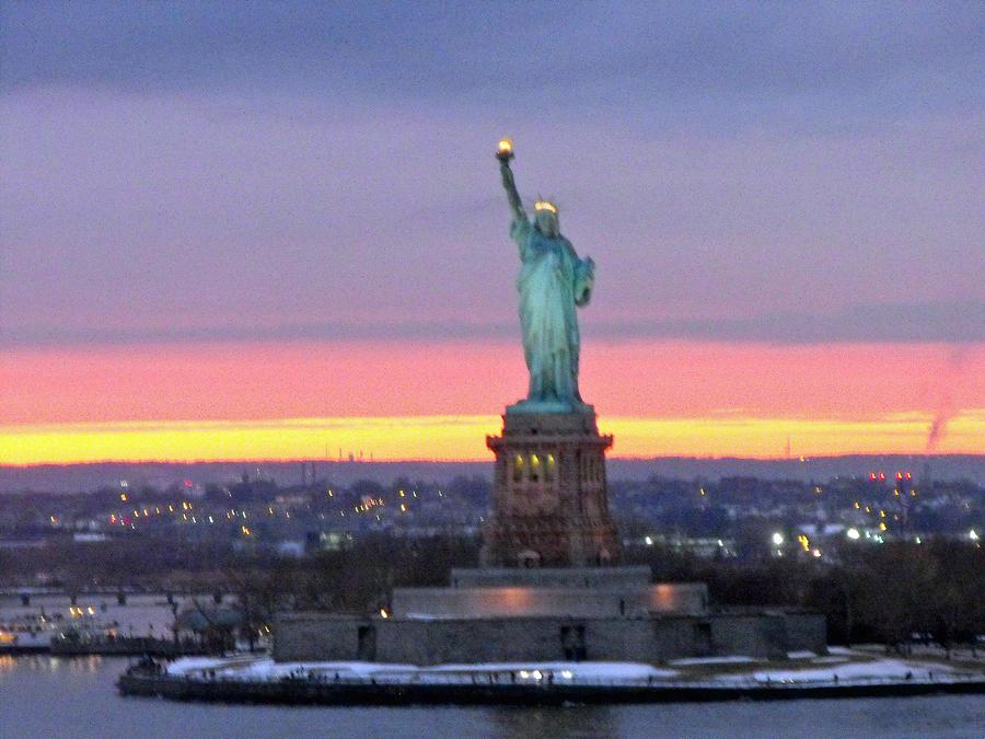 Statue Of Liberty At Sunset 580969 Hd Wallpaper