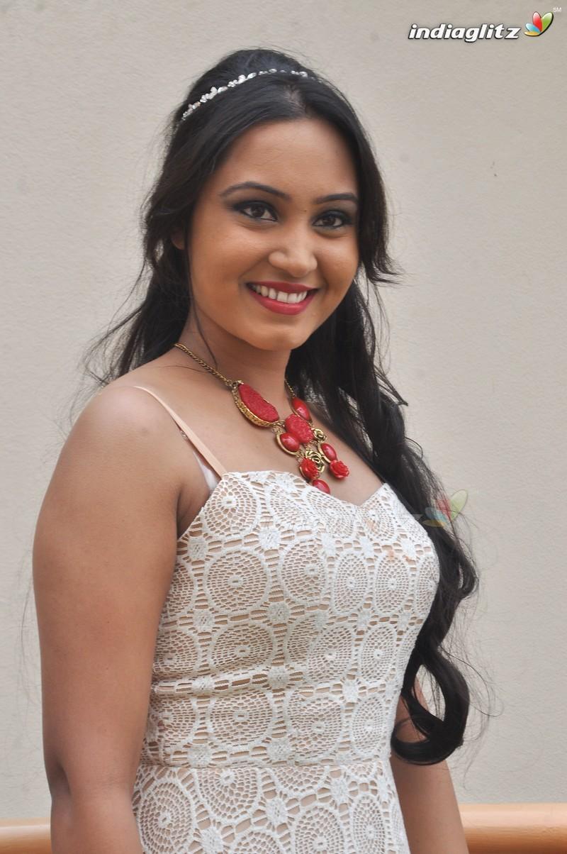 Amulya - Amulya Kannada , HD Wallpaper & Backgrounds
