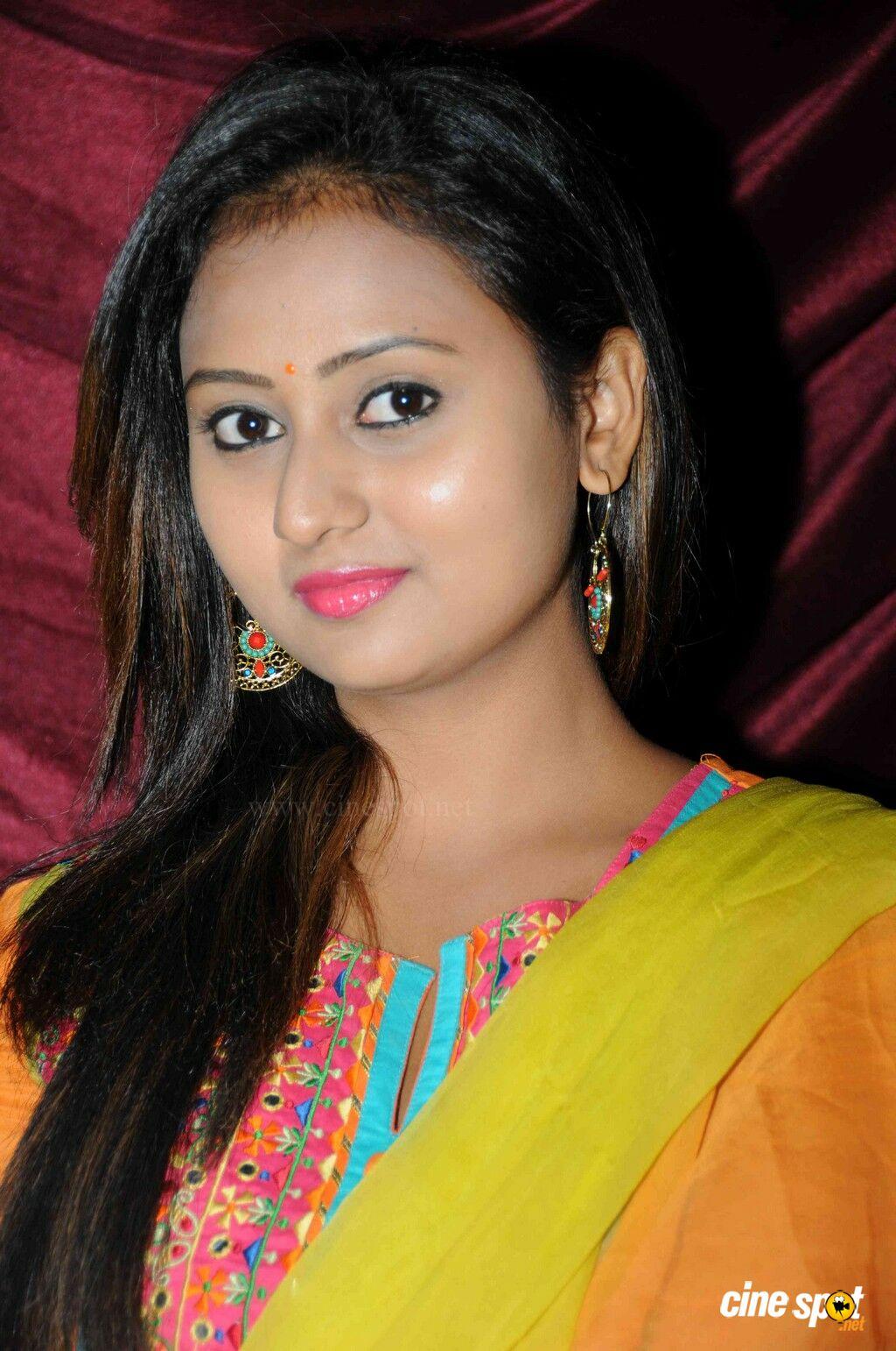 Amulya At Ram Leela Audio Release - Malayalam Movie , HD Wallpaper & Backgrounds