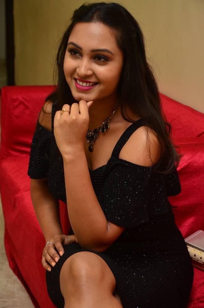 Amulya Photos - Photo Shoot , HD Wallpaper & Backgrounds