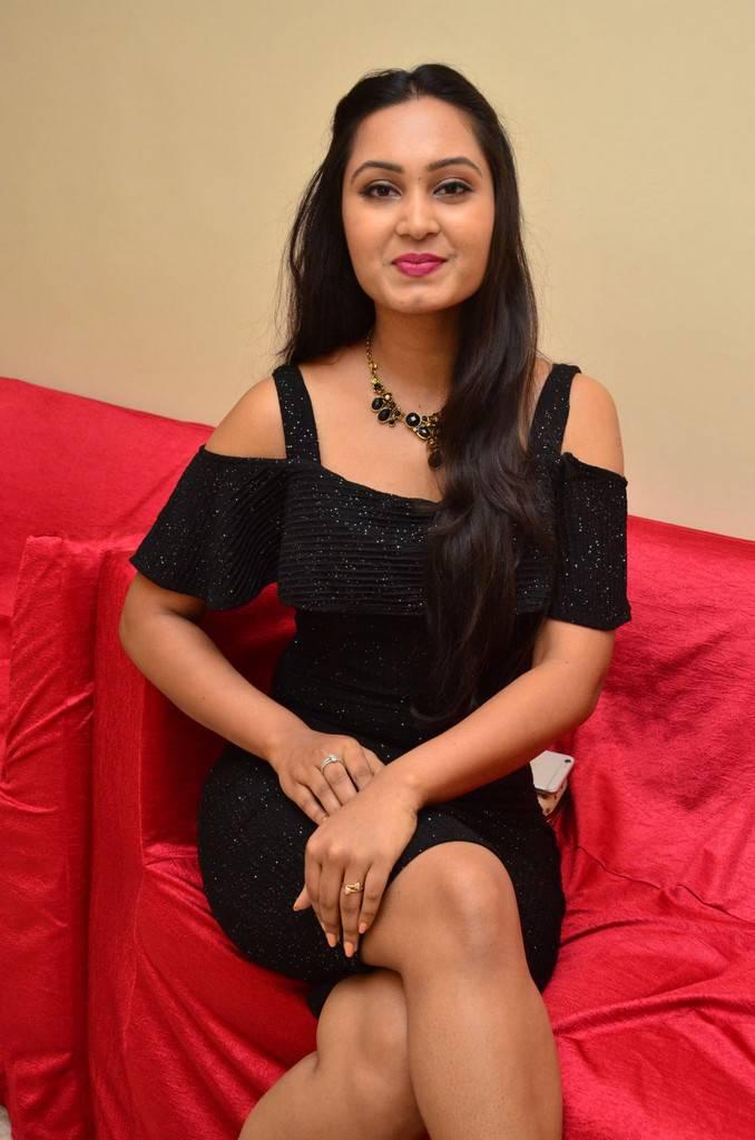 Amulya Stills At Kalamandir Foundation 7th Anniversary - Sitting , HD Wallpaper & Backgrounds