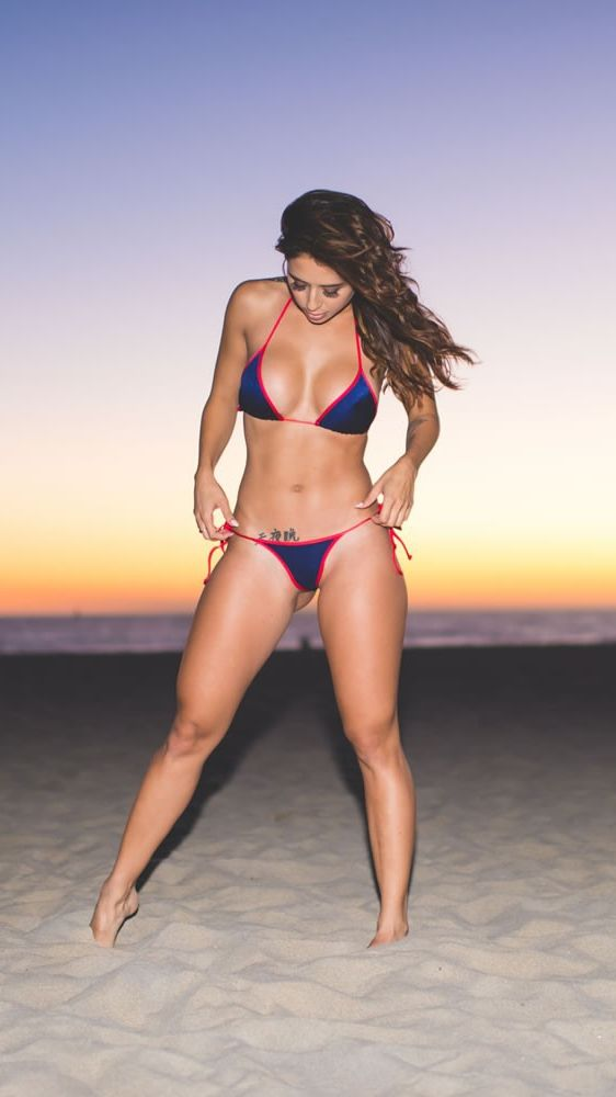 Model On Beach Tianna Gregory Hot Summer Body Iphone - Tianna Gregory , HD Wallpaper & Backgrounds