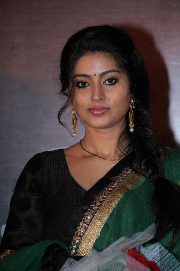 Tollywood Area Sneha Latest Photo Gallery In Salwar - Sneha In Black Dress , HD Wallpaper & Backgrounds