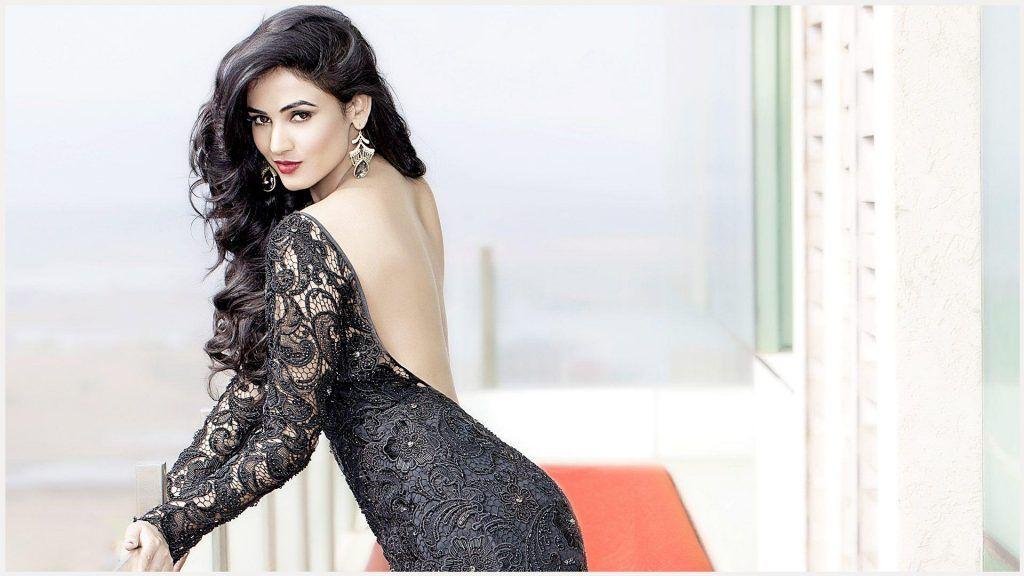 Sonal Chauhan Hd Wallpaper - Hot Indian Beautiful Girl , HD Wallpaper & Backgrounds