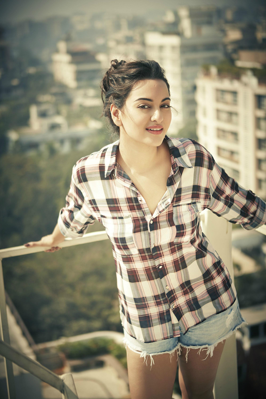 Santa Banta Wallpapers Hot Actress - World Top 10 Cute Girl , HD Wallpaper & Backgrounds