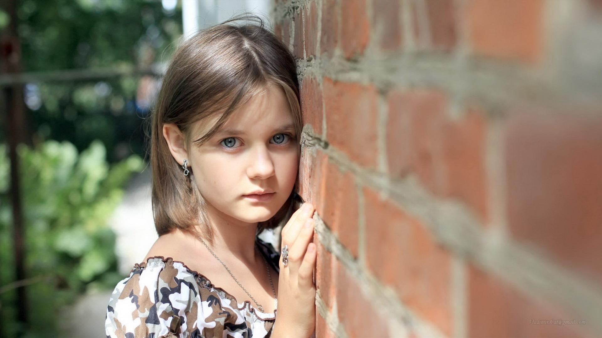 Girl, Hairstyle, Long Hair, Child Model, Sadness Wallpaper - Sad Little Girl , HD Wallpaper & Backgrounds