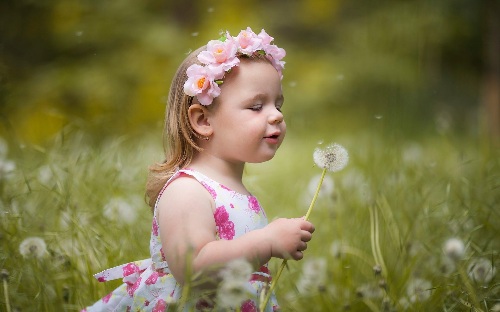 Beautiful Baby Girl Hd Wallpapers 1080p Yokwallpapers - Cute Babies With Flowers , HD Wallpaper & Backgrounds