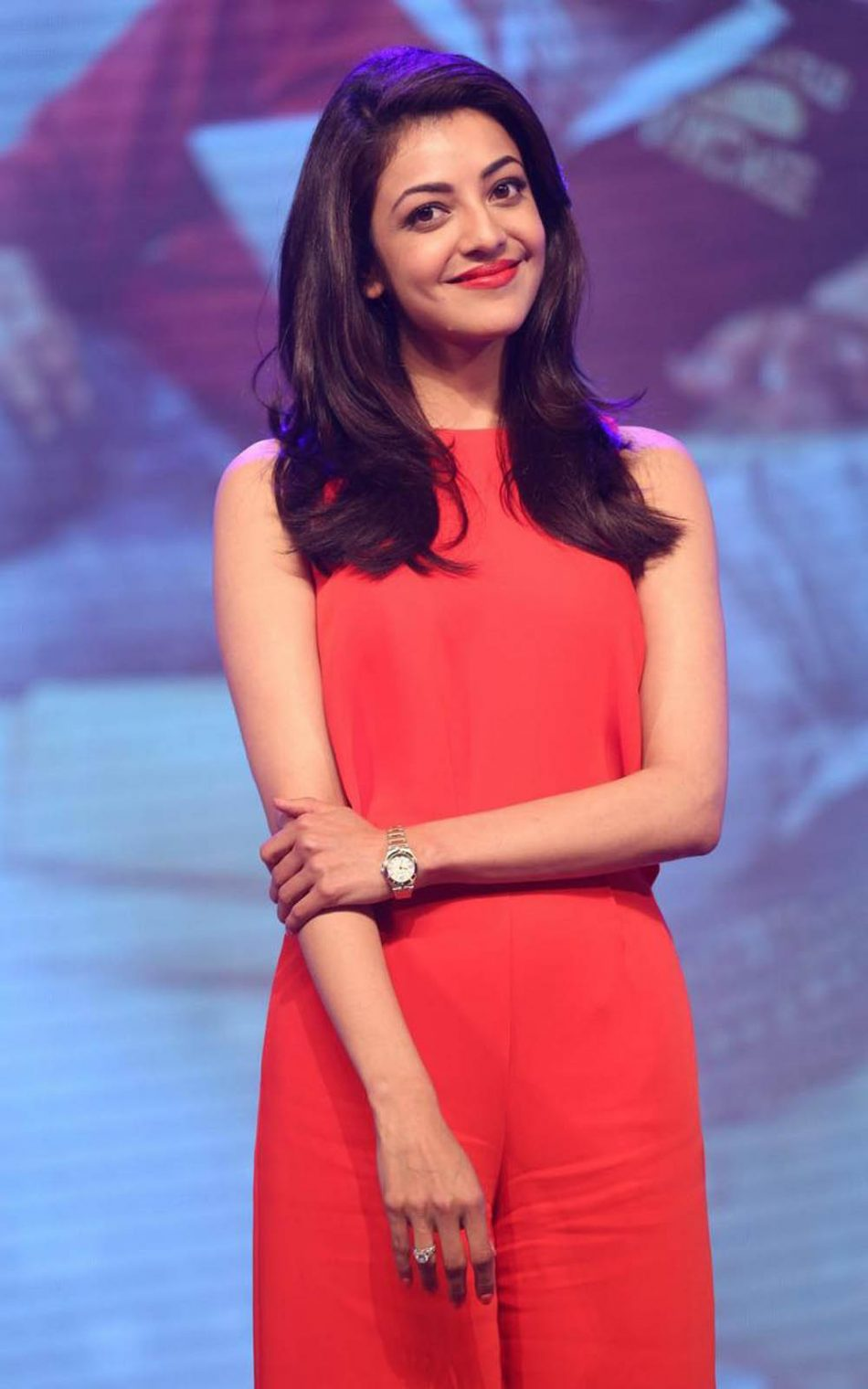 Kajal Agarwal In Red Dress Hd Mobile Wallpaper - Kajal Agarwal Wallpapers For Mobile , HD Wallpaper & Backgrounds