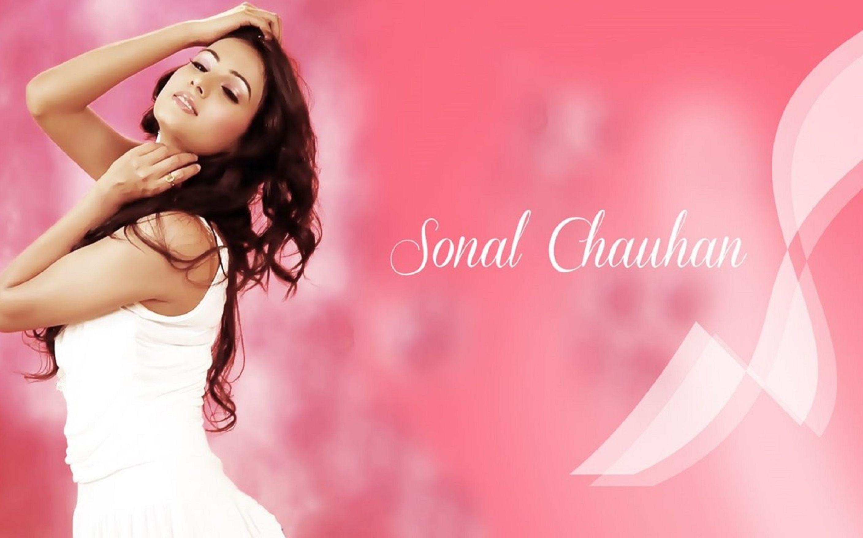 Chauhan - Sonal Chauhan , HD Wallpaper & Backgrounds