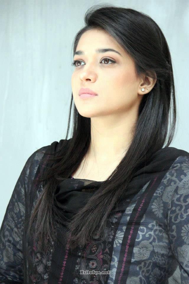 Pakistani Girls Hd Wallpaper - Dil E Muztar Sila , HD Wallpaper & Backgrounds