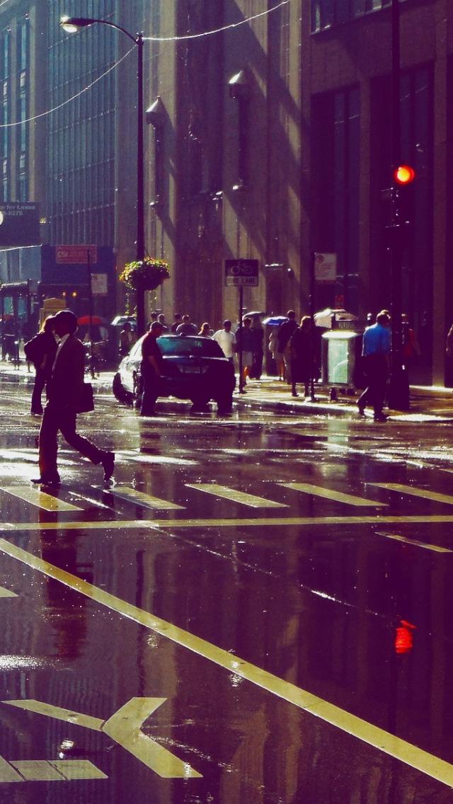 Busy Street In The Rain Iphone Se Wallpaper People Street