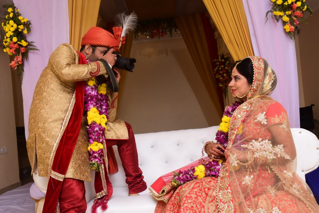 Wedding Poses For Indian Couples Maharashtrian Wedding Pose 711340 Hd Wallpaper Backgrounds Download