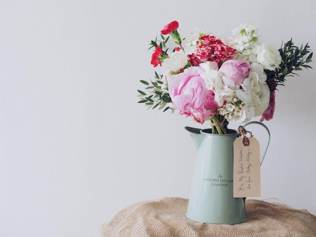 Bukan Rahasia Lagi Kalau Bunga Adalah Hadiah Yang Bisa - Flower In Vase Photography , HD Wallpaper & Backgrounds