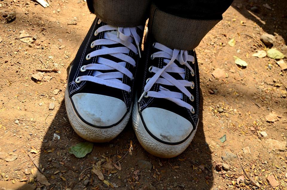 Shoes, Converse, Shoelaces, Laces - Sepatu Converse Di Kaki , HD Wallpaper & Backgrounds
