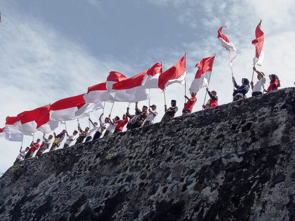 kesultanan ternate titip bendera merah putih ke jokowi bendera merah putih 742981 hd wallpaper backgrounds download kesultanan ternate titip bendera merah