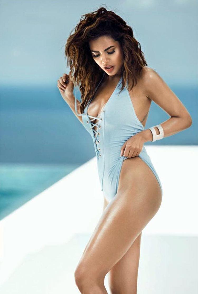 Esha Gupta Shares A Hot Bikini To Thank Her Fans For - Actresses Bold , HD Wallpaper & Backgrounds