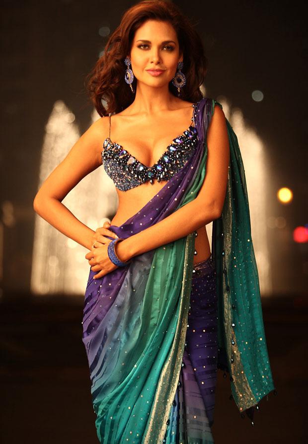 Esha Gupta Hot Pics Wallpaper - Jannat 2 Esha Gupta , HD Wallpaper & Backgrounds