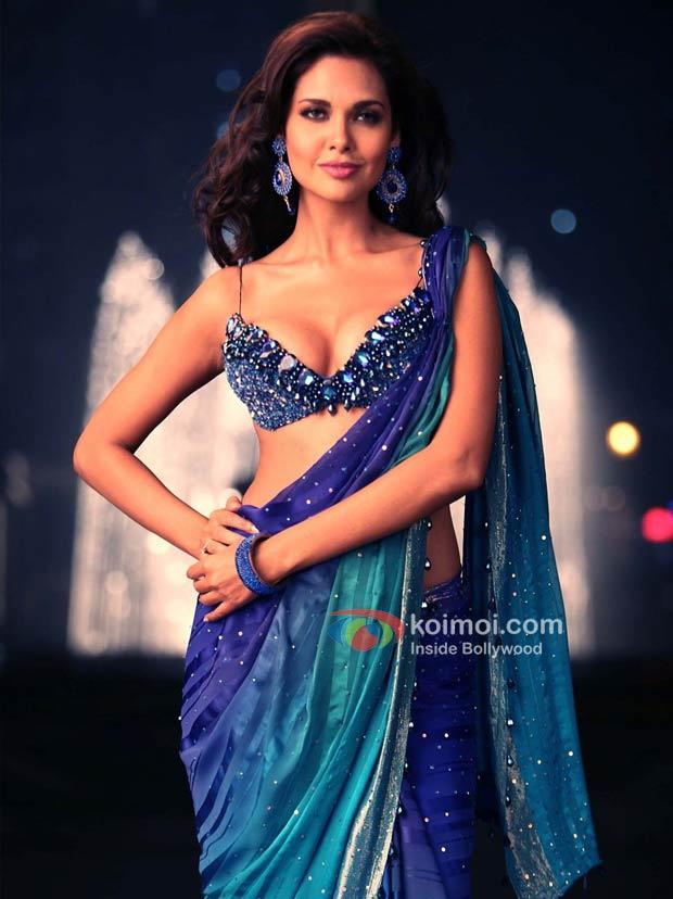 Esha Gupta - Low Cut Blouse Saree , HD Wallpaper & Backgrounds