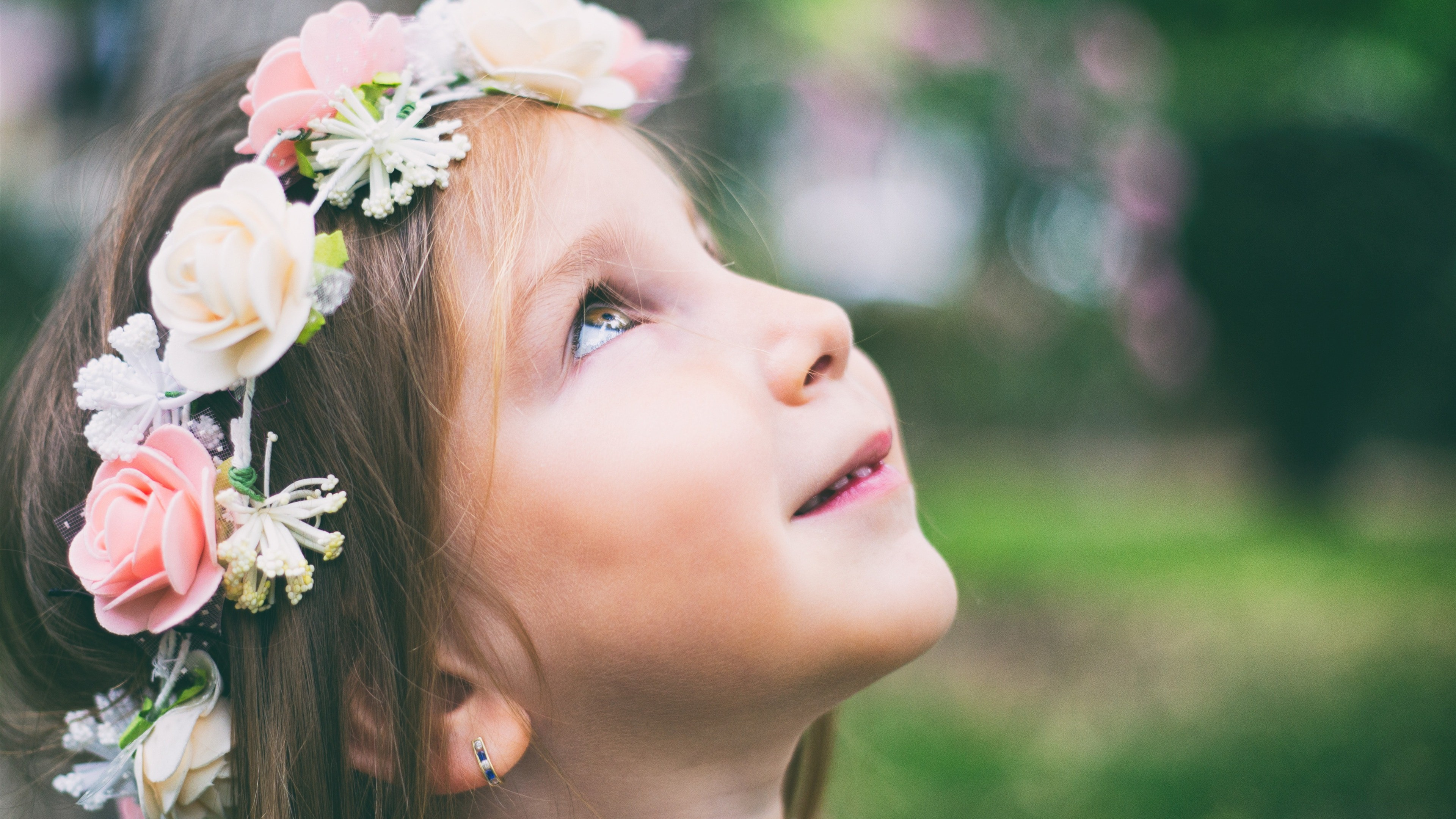 Graceful Baby Girl Wearing Flower Ring 4k Wallpaper - Baby Girl , HD Wallpaper & Backgrounds