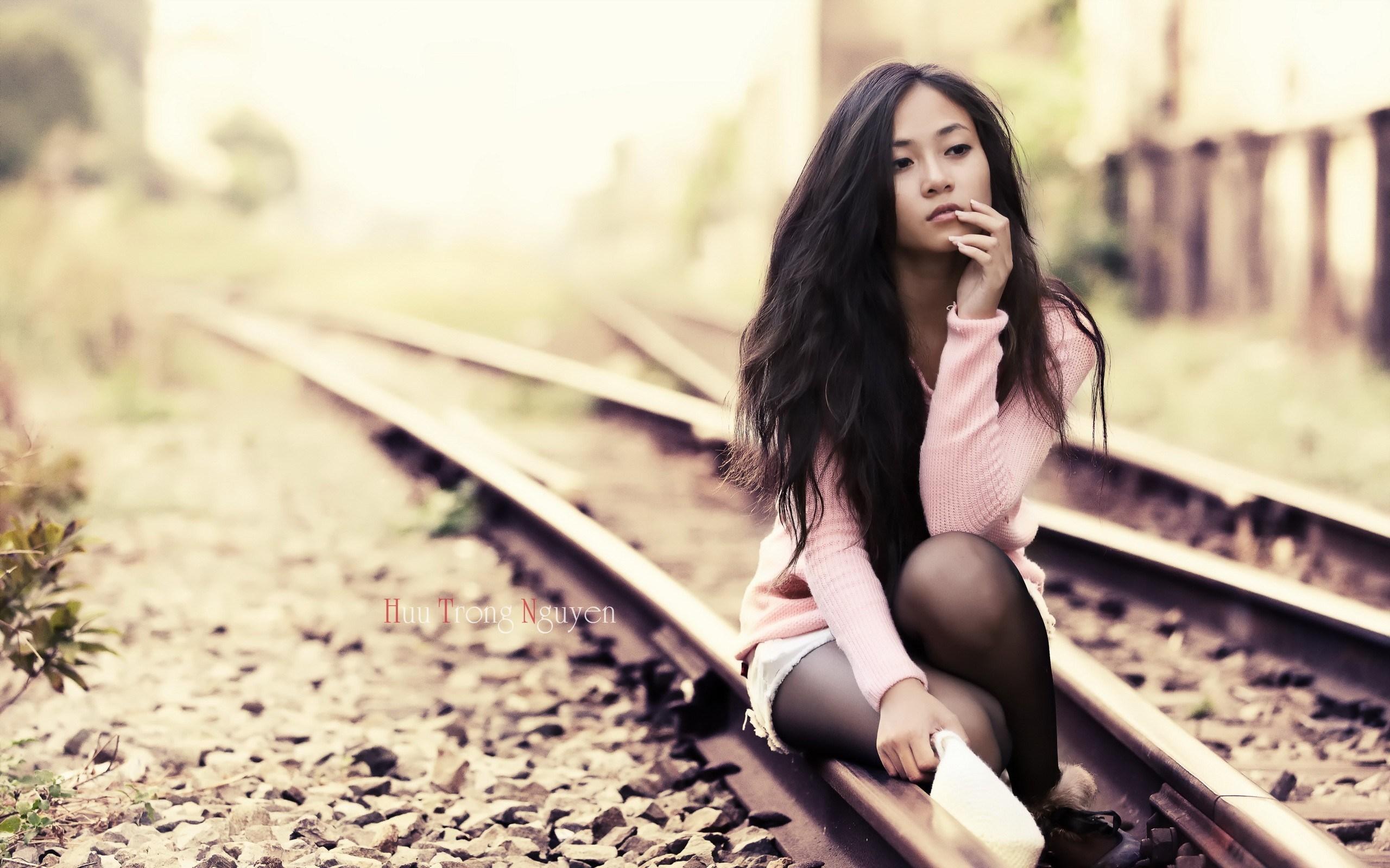Railway Beauty Asian Girl - Girls Desktop , HD Wallpaper & Backgrounds
