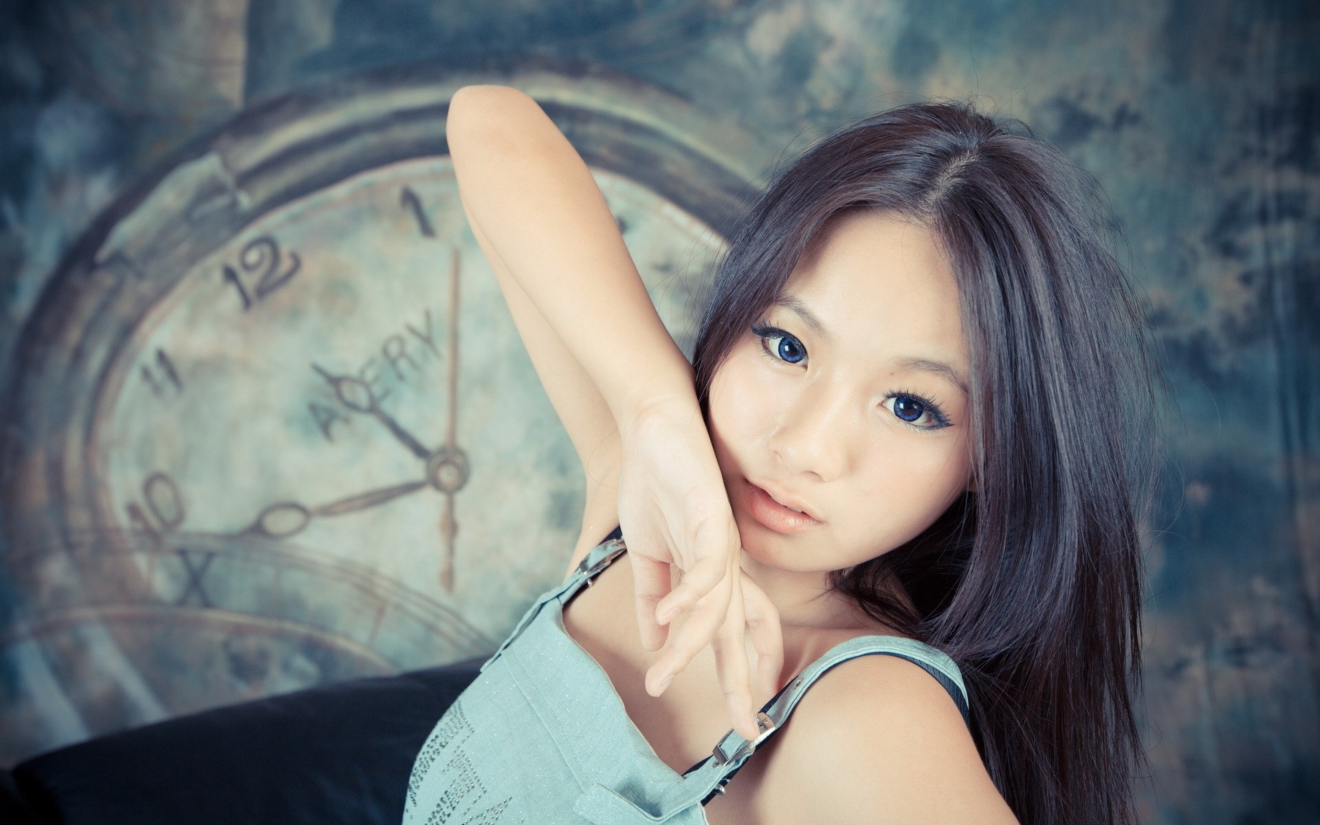 Asian People With Blue Eyes - Dark Blue Eyes Asian , HD Wallpaper & Backgrounds
