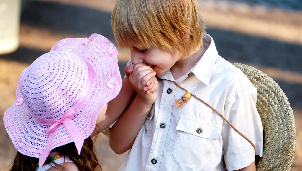 Baby Love Couple Hd Images 40 Cute Wallpapers & Pics - Baby Kiss On Hand , HD Wallpaper & Backgrounds