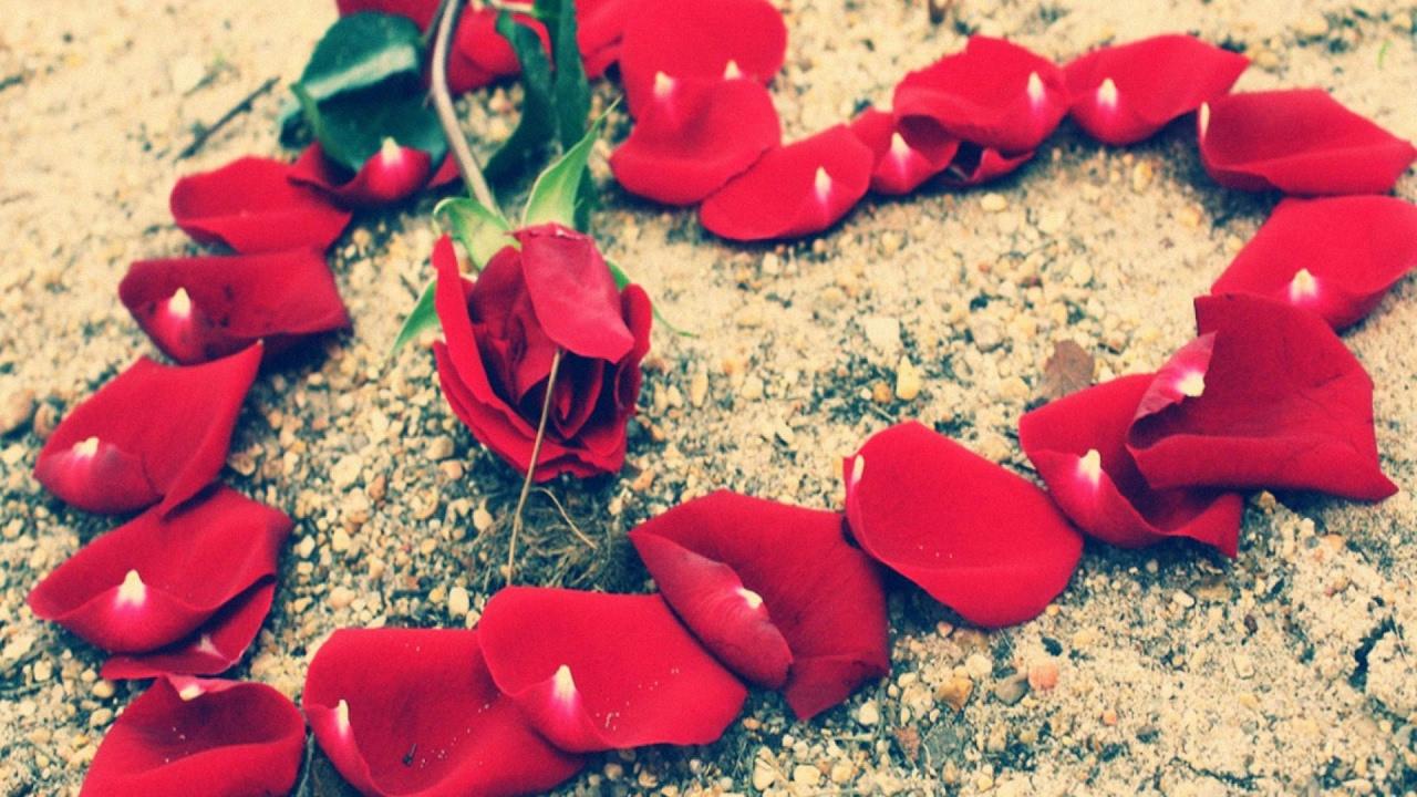 Love Heart Wallpaper For Facebook Cover , HD Wallpaper & Backgrounds