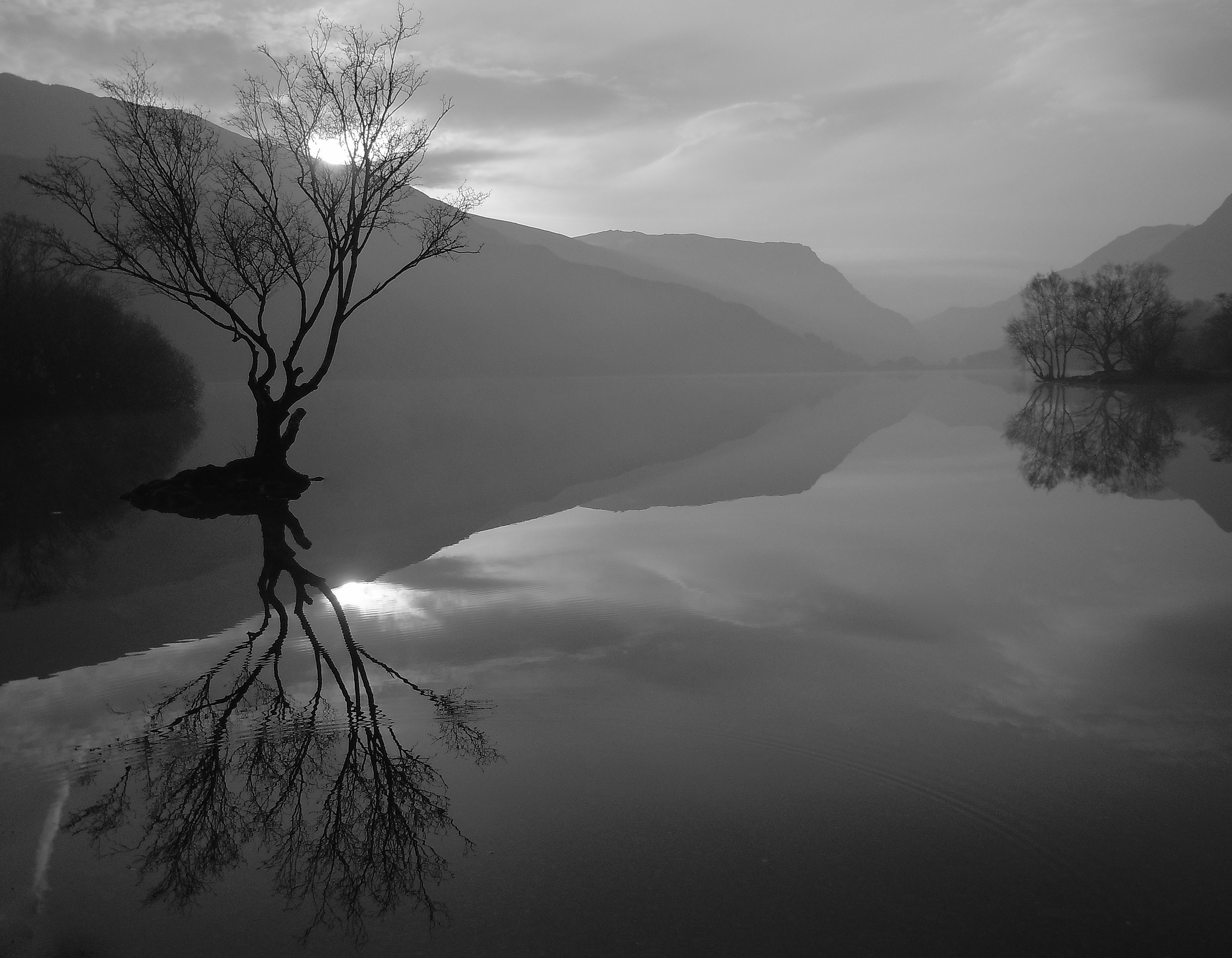 Black-white Calm Clouds Lakes Landscapes Mountains - Reflection , HD Wallpaper & Backgrounds