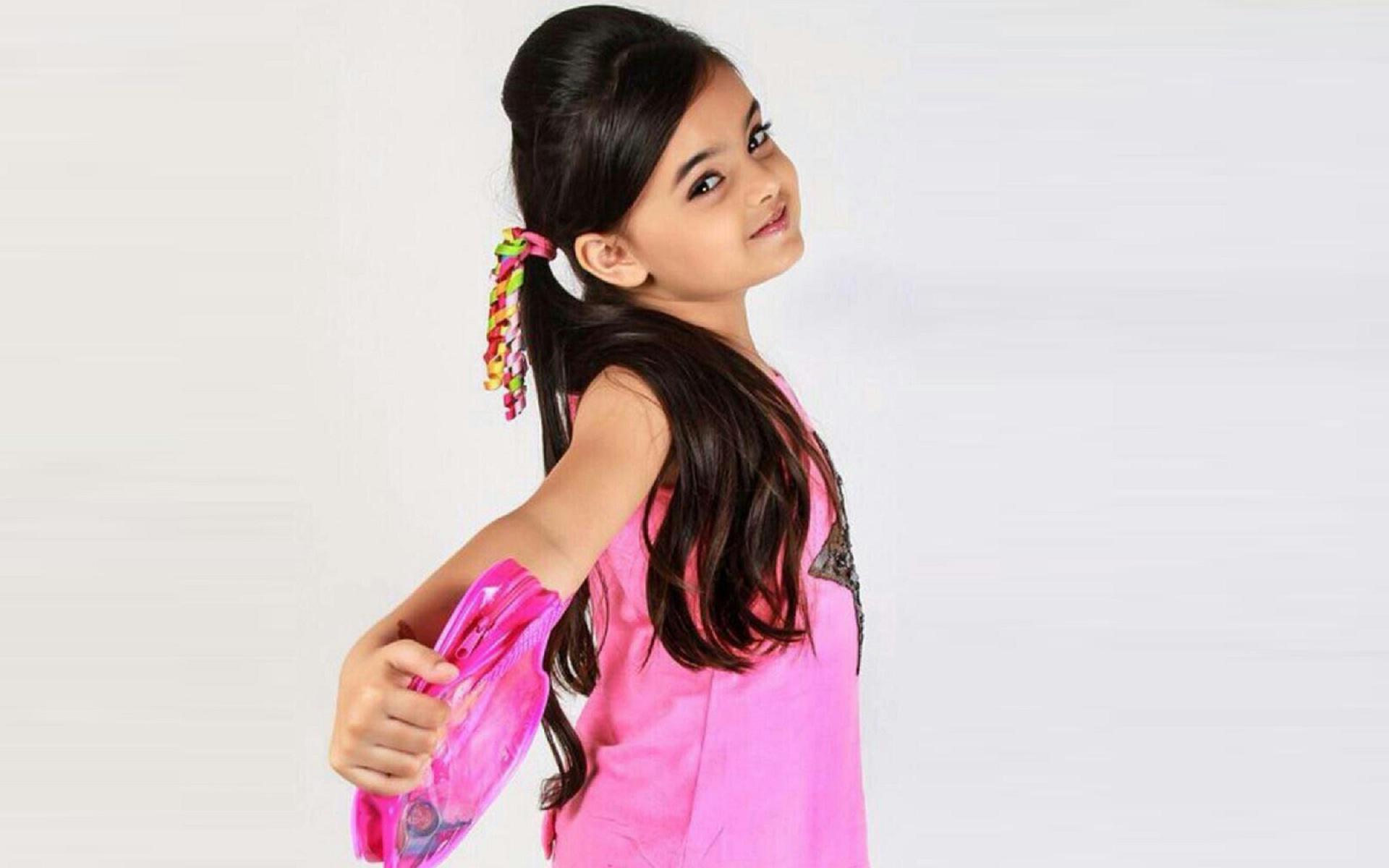 Pretty Queen Little Girl Hd Wallpaper - Little Girl Hd , HD Wallpaper & Backgrounds