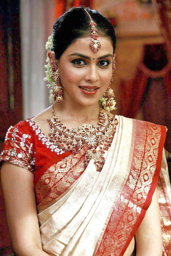 South Actress In Bridal Saree Photo Stills Hot White Pattu Saree With Red Border 856528 Hd Wallpaper Backgrounds Download
