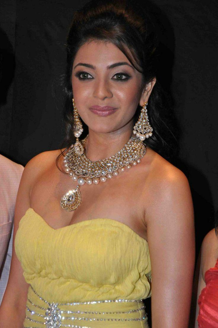 South Indian Actress Wallpapers In Hd Kajal Agarwal - Kajal Agrawal Hot Boob , HD Wallpaper & Backgrounds