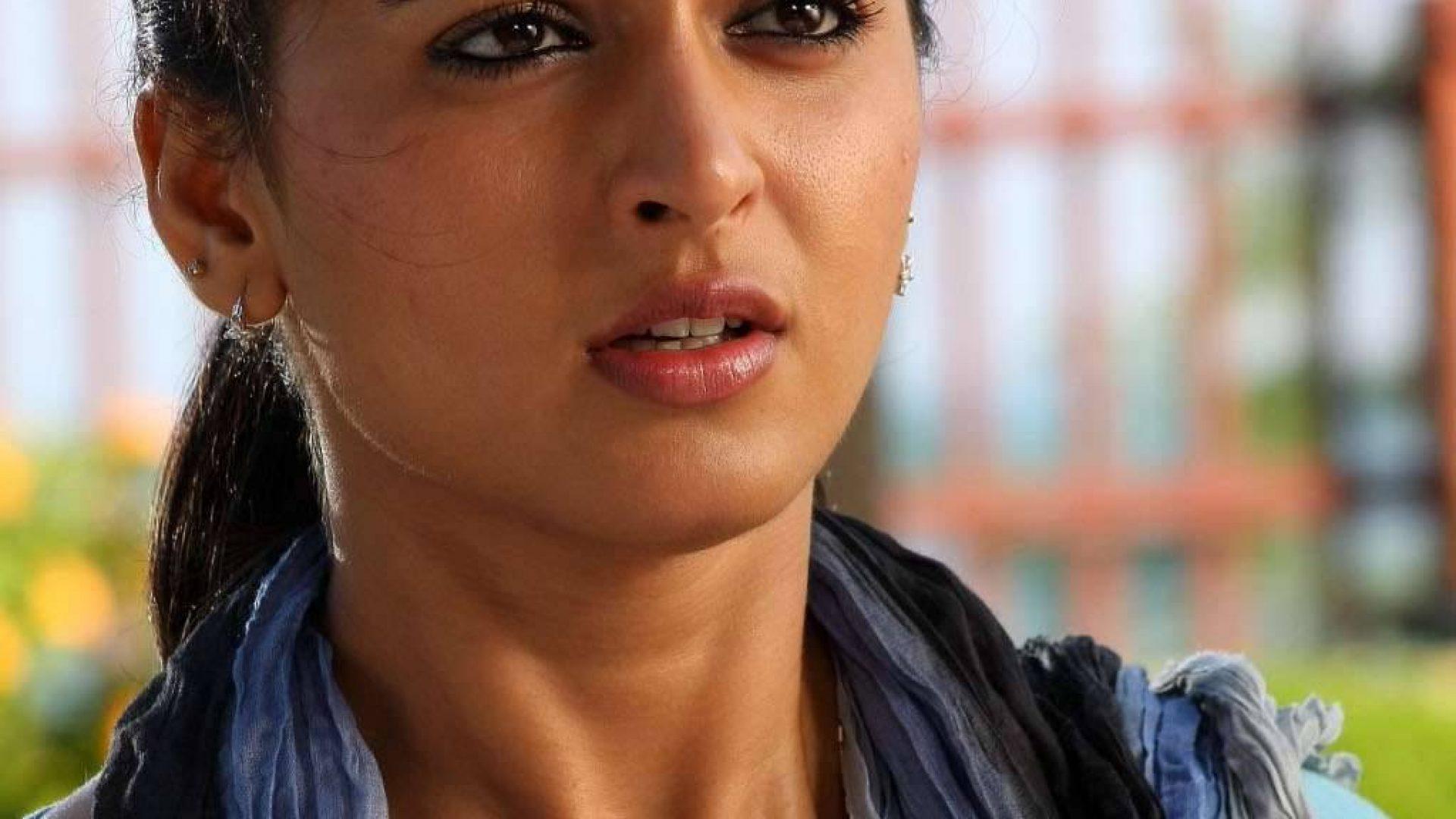 south indian actress hd wallpaper anushka new close up 866867 hd wallpaper backgrounds download south indian actress hd wallpaper