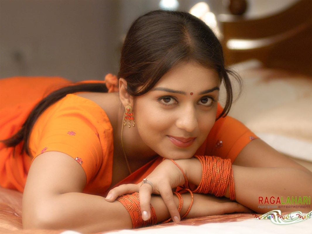 South Indian Actress Hd Wallpaper Urdu Romantic Shayari 4