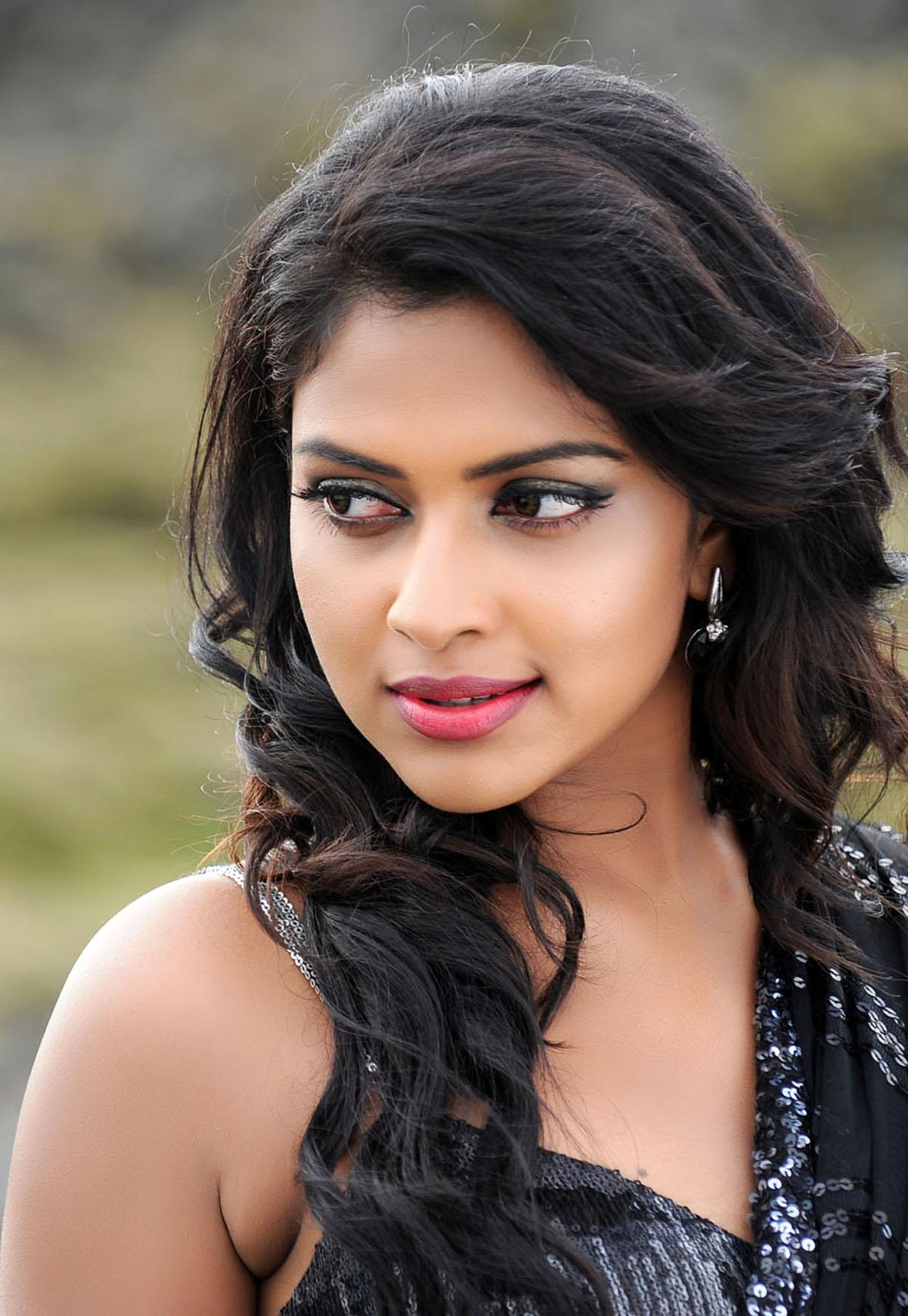 Amala Paul Sex Images here are some beautiful looking photos of south actress