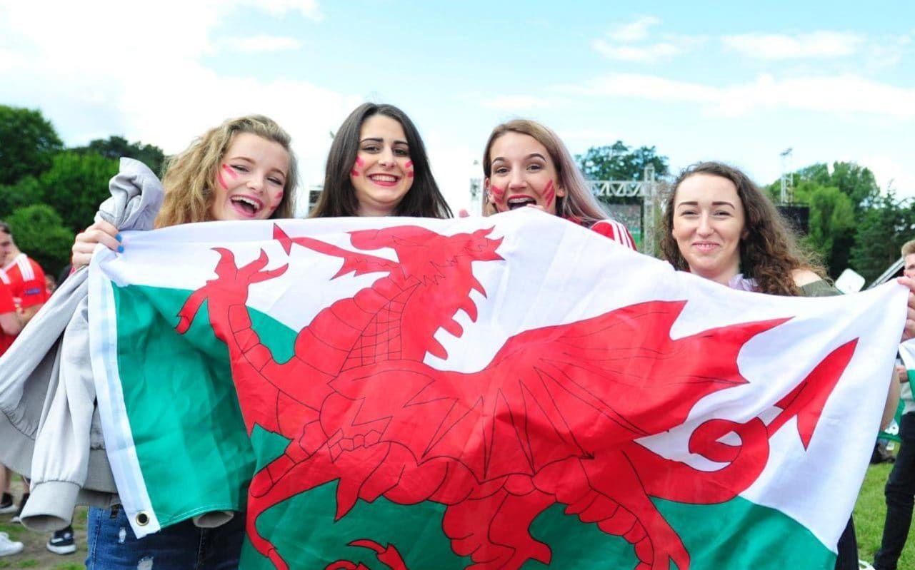 Kenapa Bendera Inggris Ada 2 Menurut Sejarah, Fungsinya - Do Welsh People Look Like , HD Wallpaper & Backgrounds