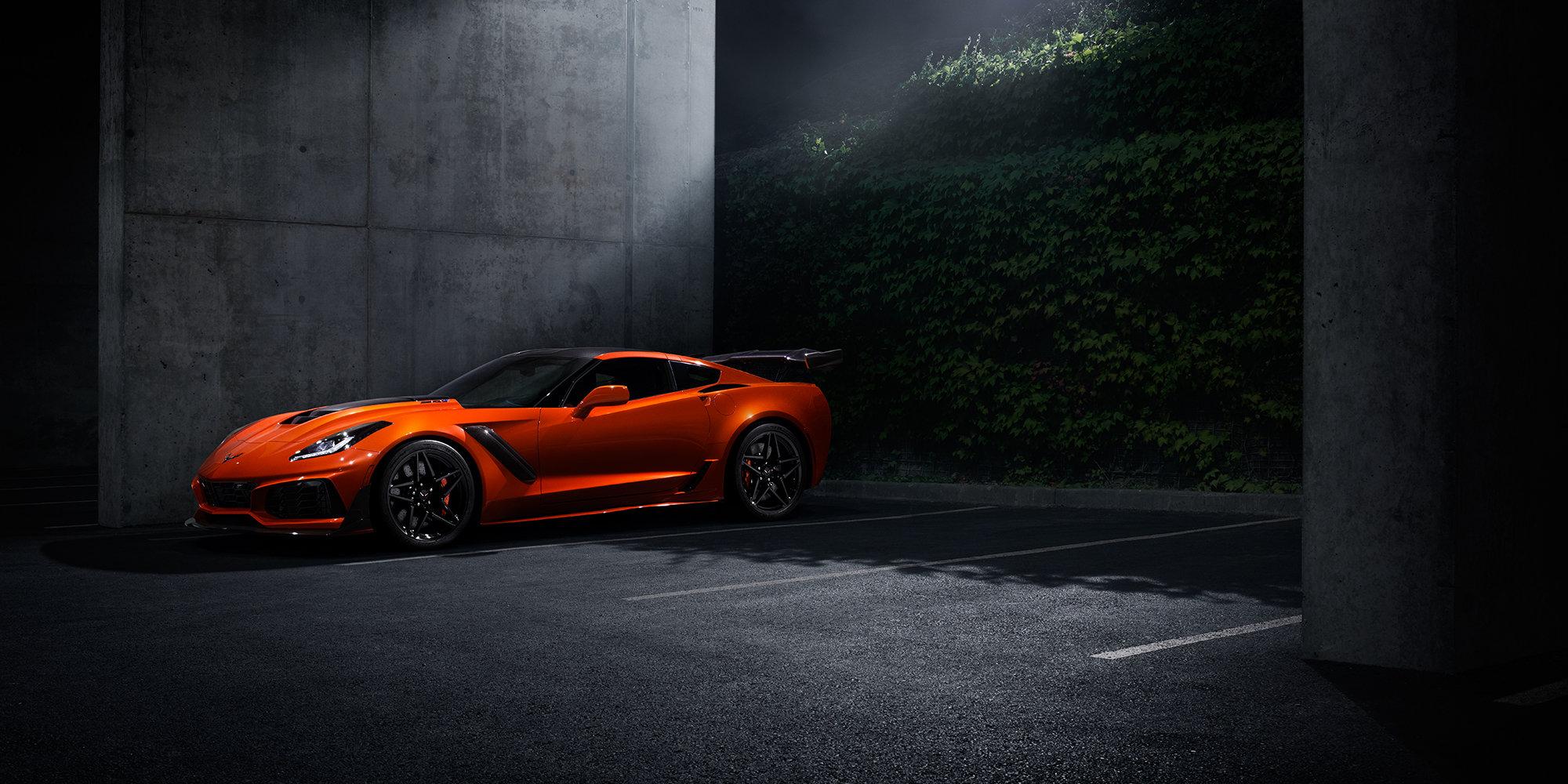2019 Corvette Zr1 >> 2019 Corvette Zr1 Orange Color In Night Under Moon