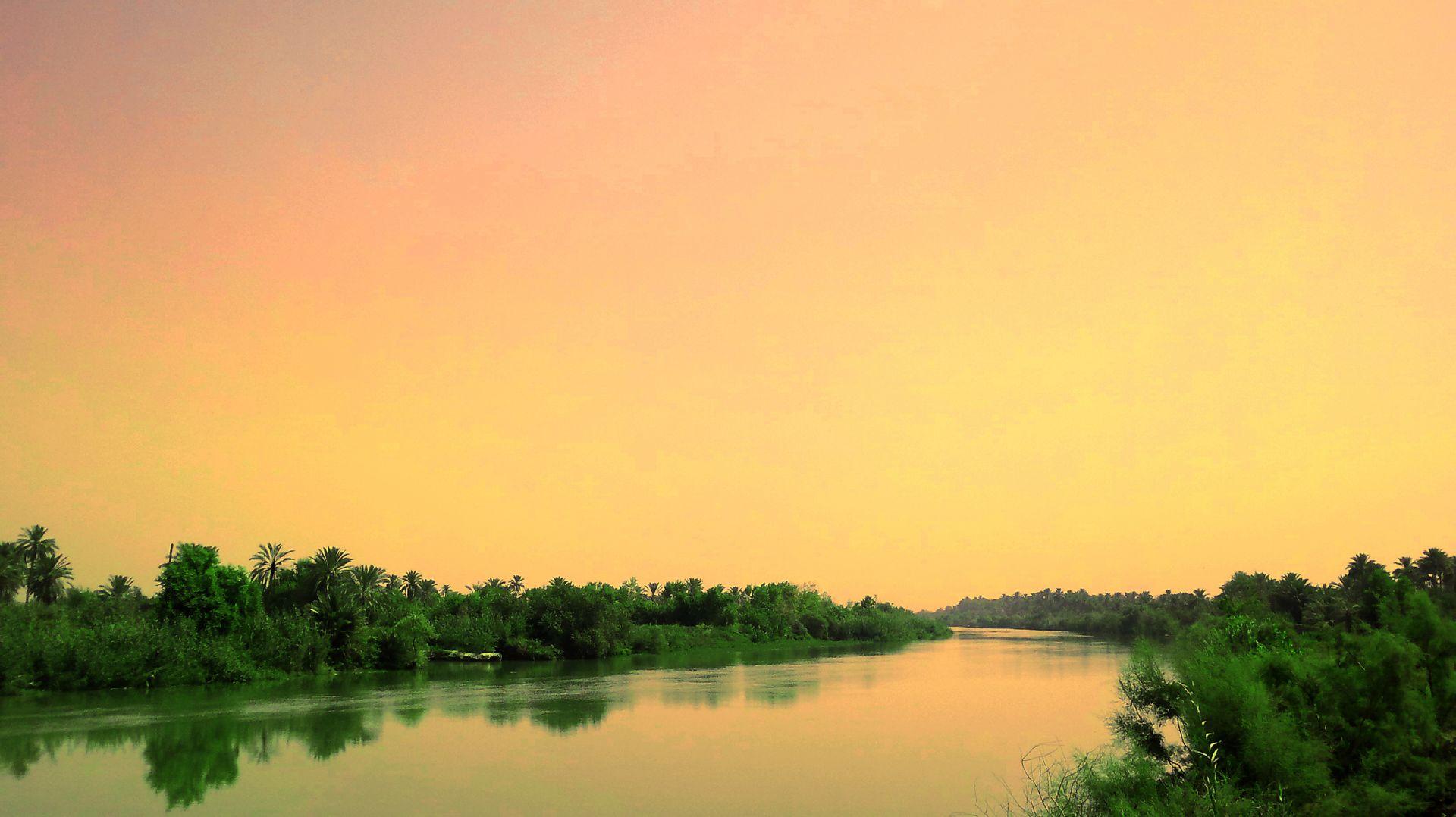 Beautiful Riverside Nature - Tree , HD Wallpaper & Backgrounds