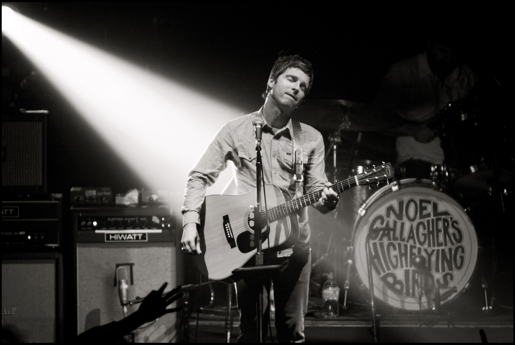 Noel Gallagher's High Flying Birds Live Photo 3 - Noel Gallagher's High Flying Birds Member , HD Wallpaper & Backgrounds
